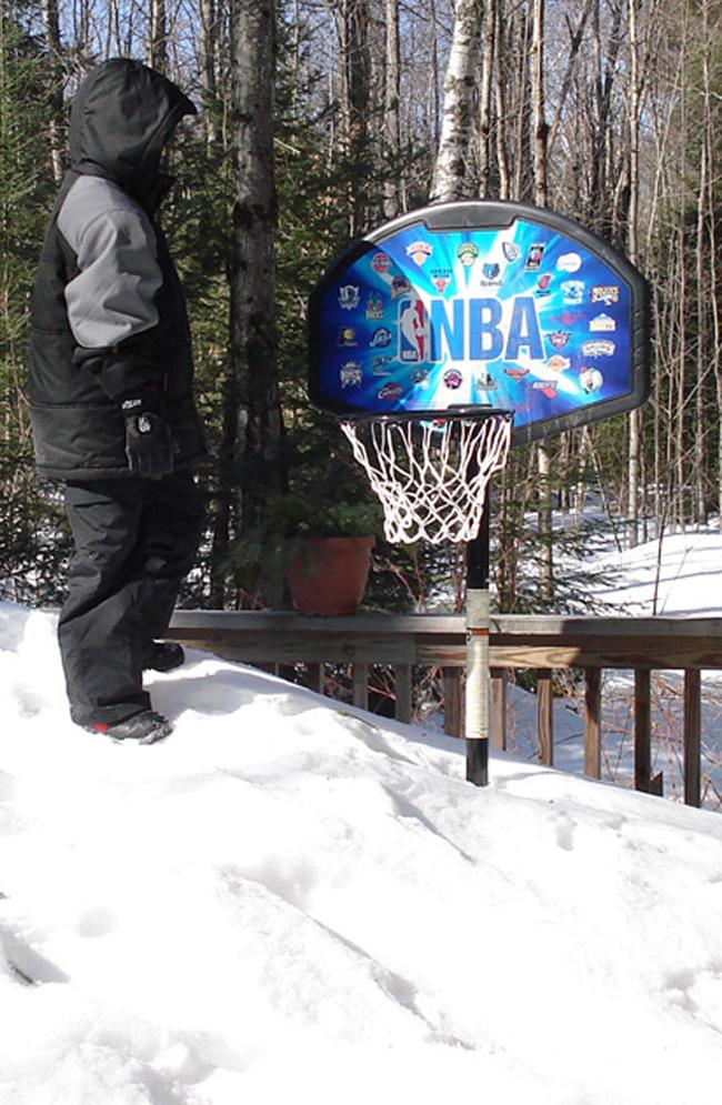 Snowbasketball